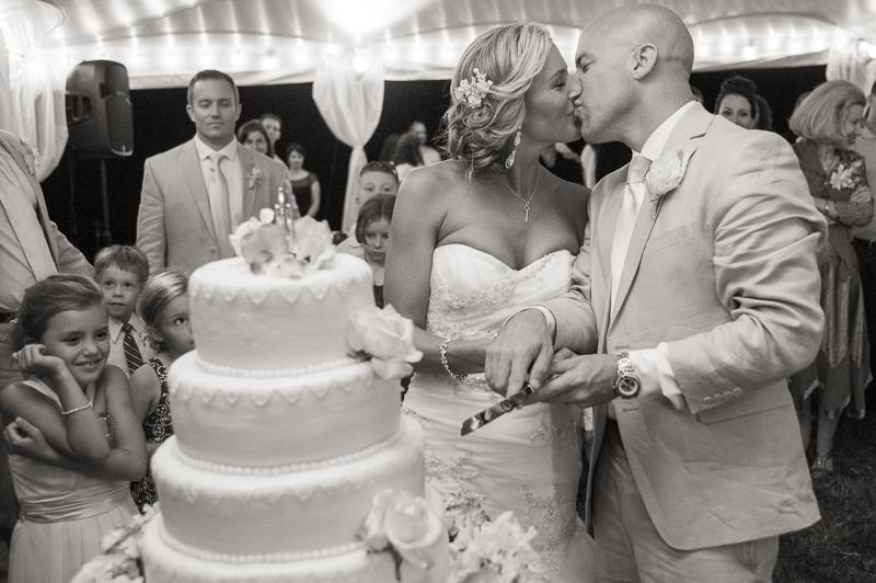 cake cutting southern wedding photography